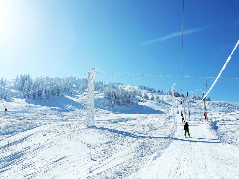 Ski area hotel proche geneve snowy