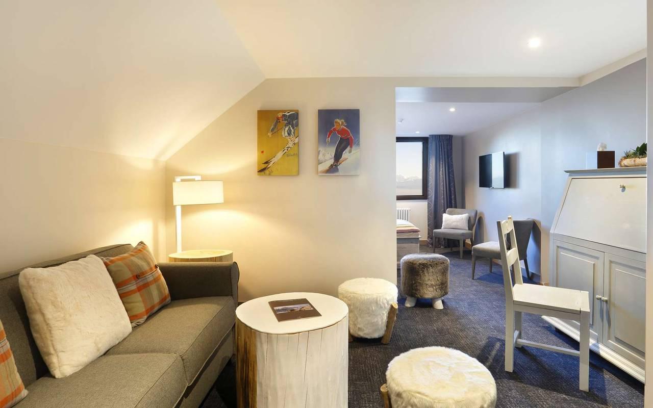 Lounge area of the room with sofa and desk area, hotel divonne les bains, La Mainaz.