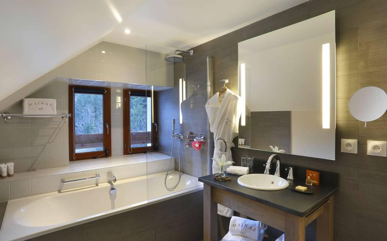Bathroom with bathtub, hotel divonne les bains, La Mainaz.