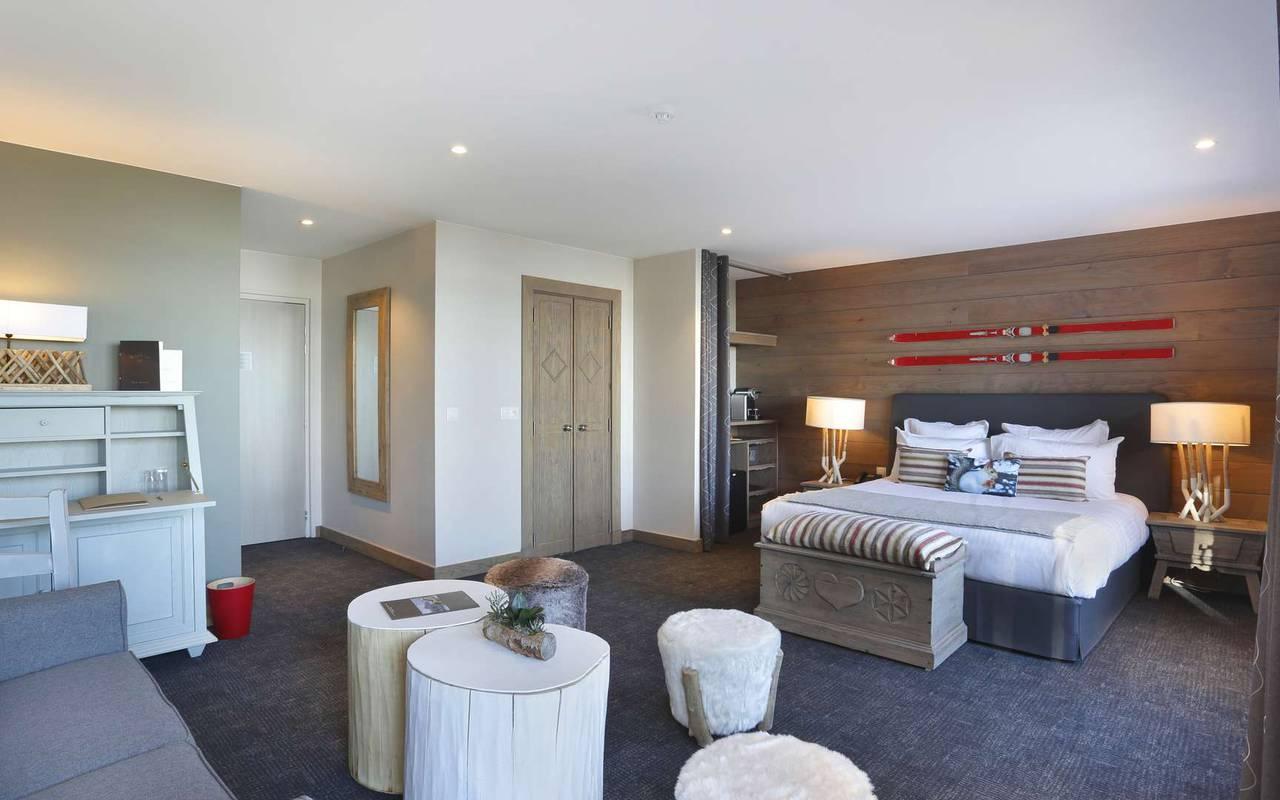 Elegant and comfortable room with double bed, hotel divonne les bains, La Mainaz.