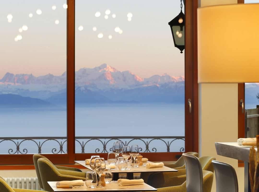 Restaurant with view over the Mont Blanc and Lac Leman, geneva wedding venue, hotel La Mainaz