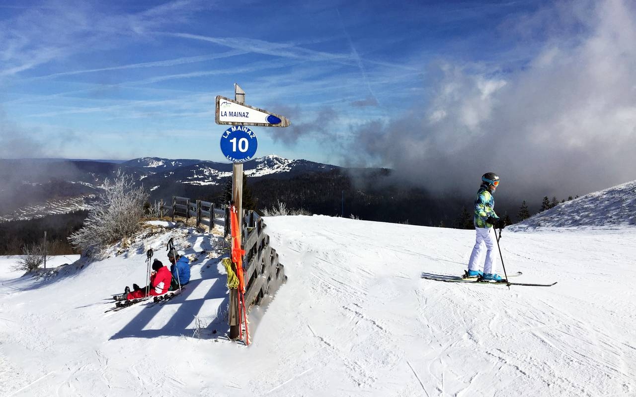 Mijoux ski slope, ski resort jura, la Mainaz