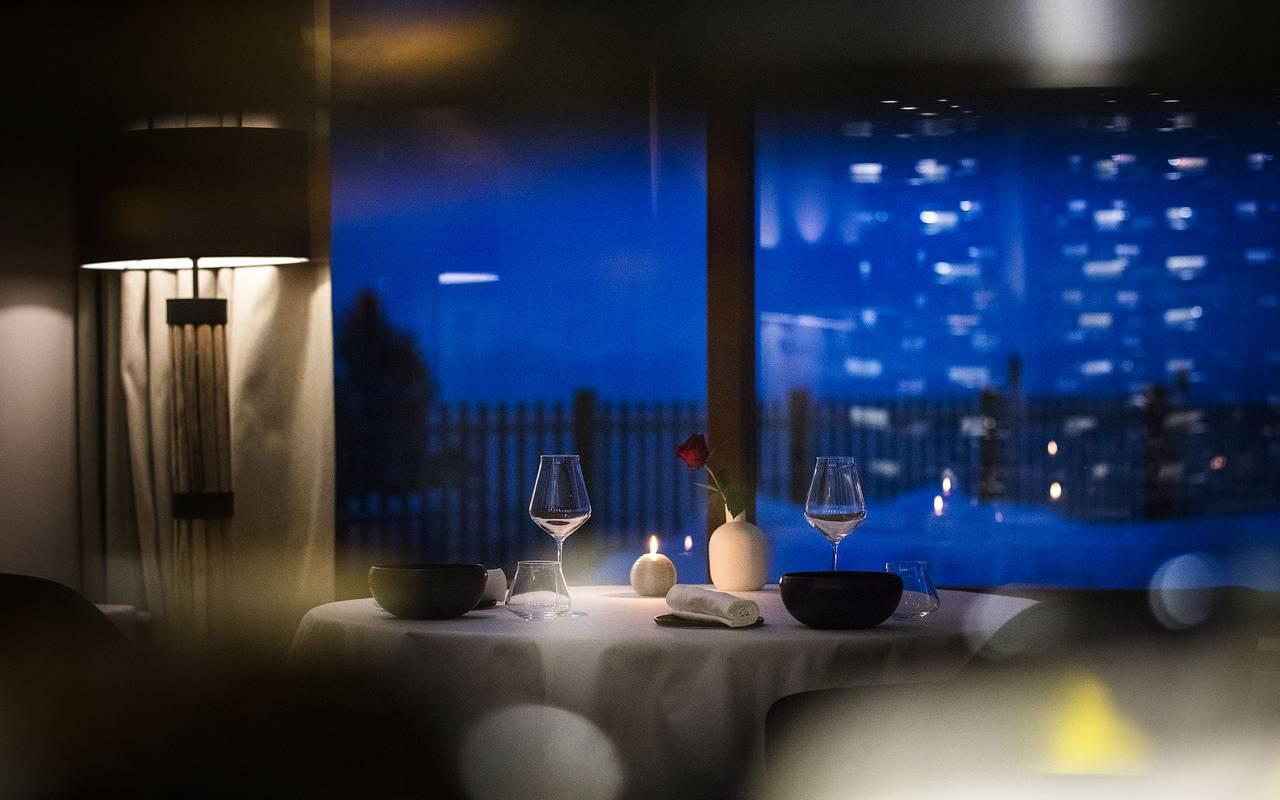 Restaurant by night, Geneva wedding venues, hotel La Mainaz