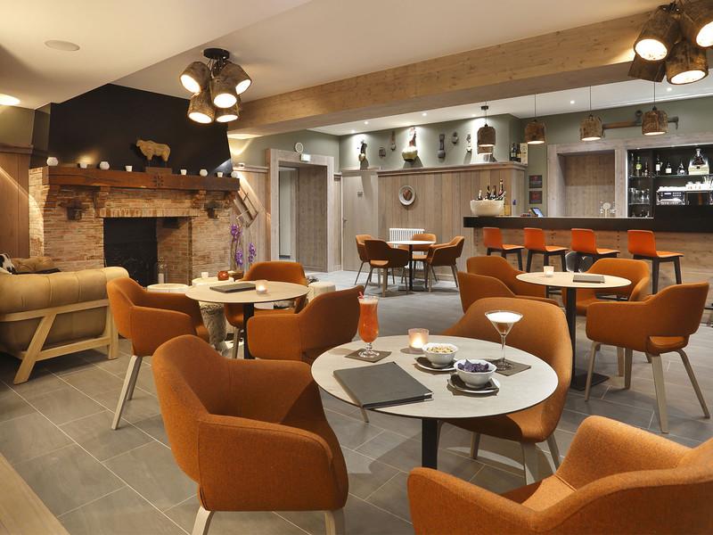 Bar lounge de l'hôtel, hotel de charme gex jura, La Mainaz.