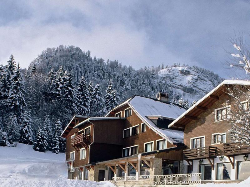 Vue exterieure de notre hôtel étoiles Jura proche de l'aeroport de Geneve, Hôtel La Mainaz