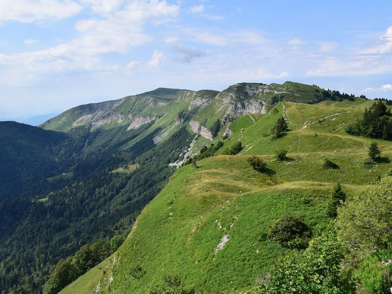Montagne verdoyante, vacances haut jura, La Mainaz.