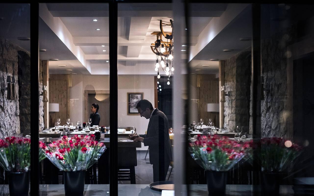 Vue exterieure de la salle du restaurant, hôtel mijoux, La Mainaz