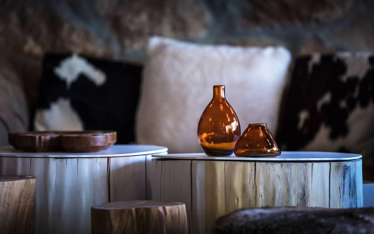 Tables du salon, hôtel mijoux, La Mainaz
