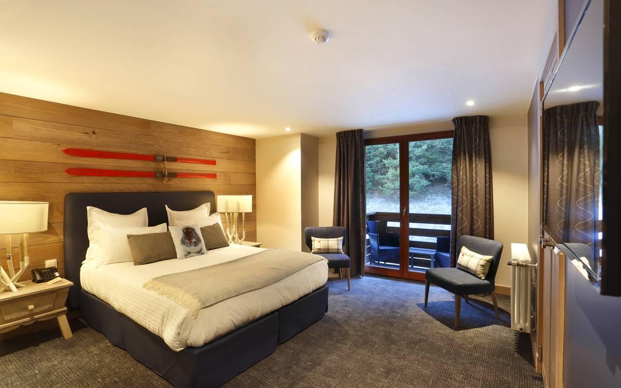 Chambre agréable avec lit double, hotel frontiere suisse, La Mainaz.