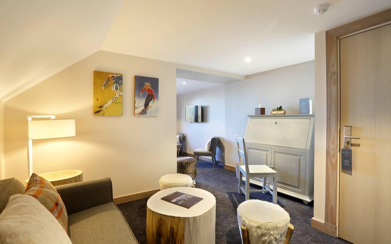 Coin cosy avec canapé confortable, hotel charme haut jura, La Mainaz.