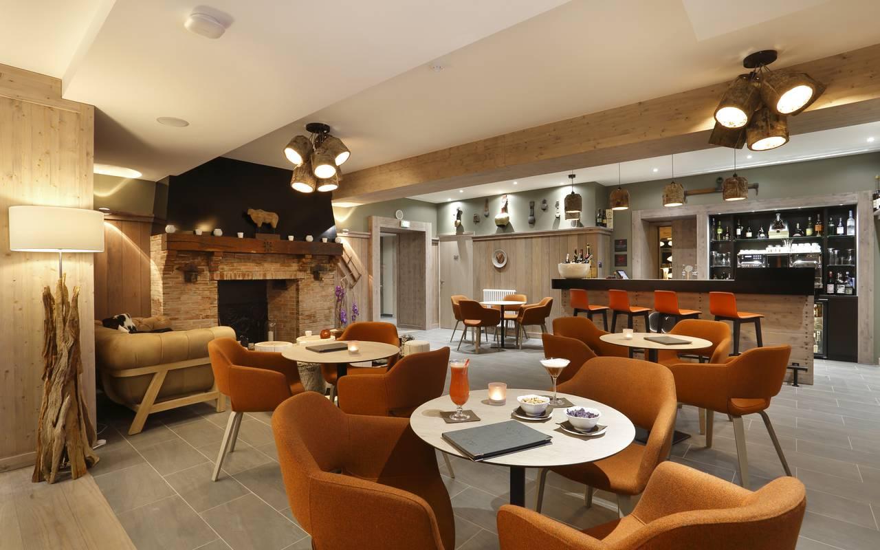 Bar, hôtel 4 étoiles Jura La Mainaz