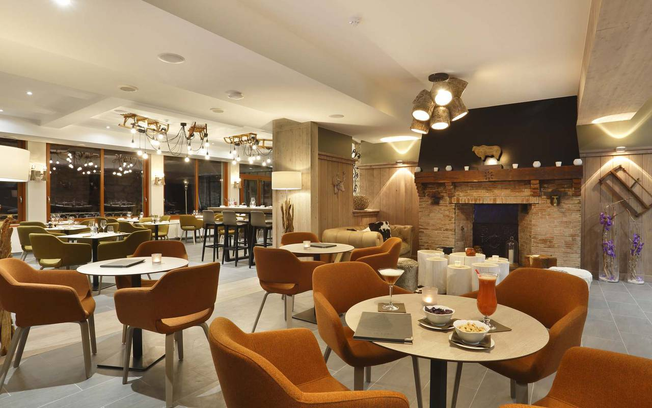 Tables, hôtel mijoux, La Mainaz