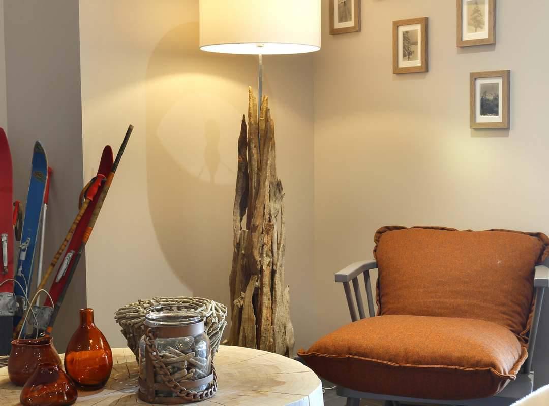 Fauteuils et table basse, hôtel Mijoux, La Mainaz