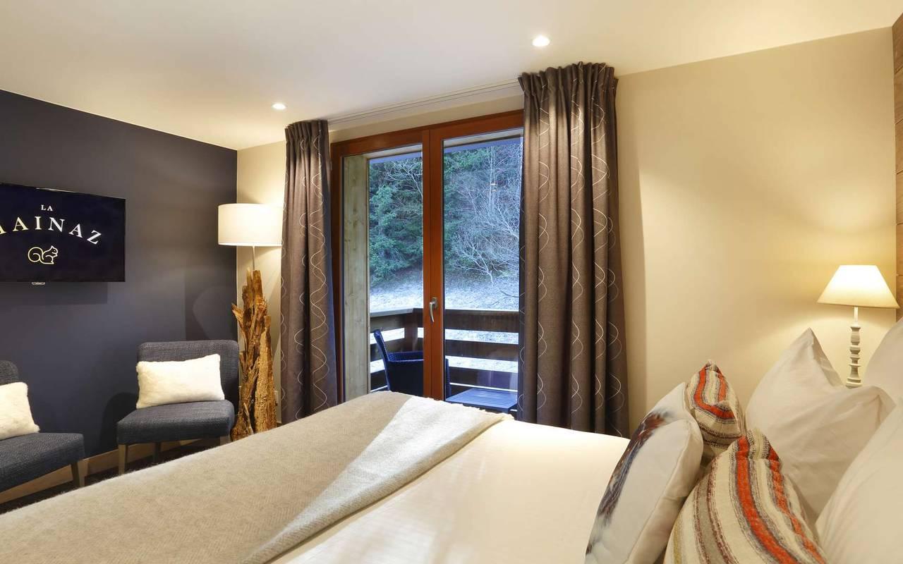 Chambre double confortable avec balcon, hotel frontiere suisse, La Mainaz.