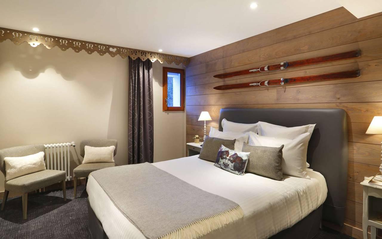 Lit double moderne et confortable, hotel frontiere suisse, La Mainaz.