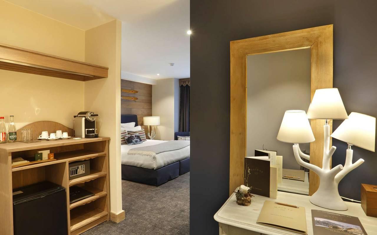 Chambre avec coin bureau et rangement, hotel frontiere suisse, La Mainaz.
