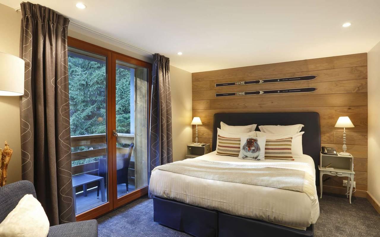 Chambre avec lit double et balcon, hotel frontiere suisse, La Mainaz.
