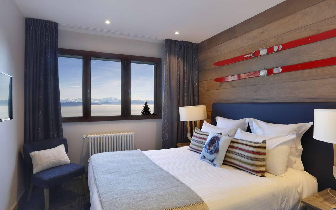 Lit double confortable, hotel de luxe haut jura, La Mainaz.
