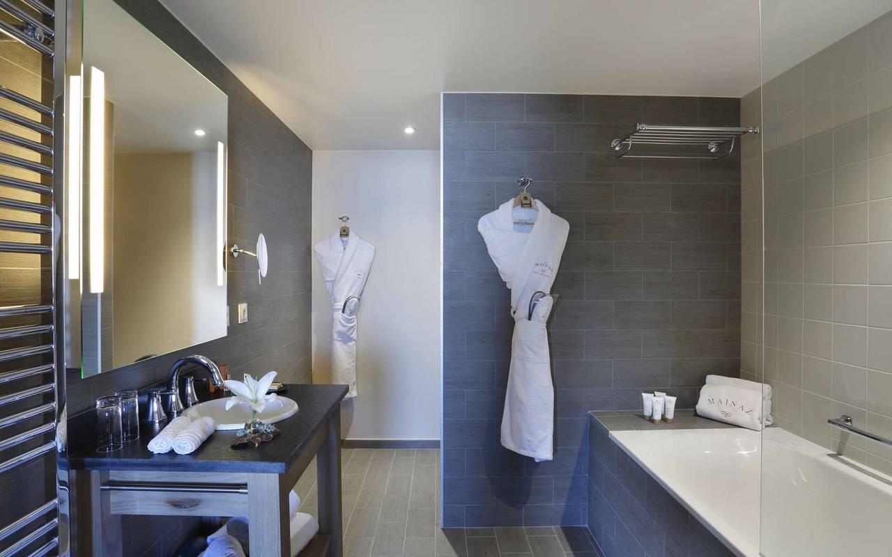 Grande salle de bain, hôtel mijoux, La Mainaz