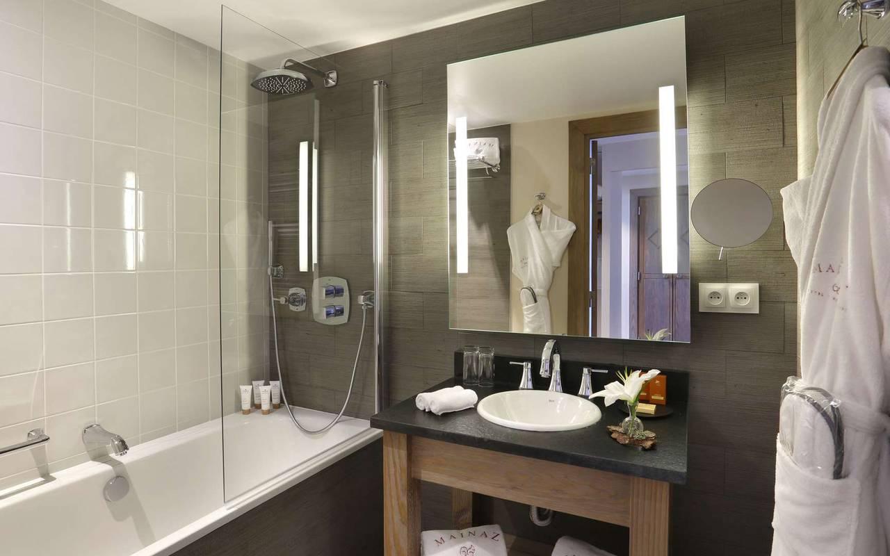 Salle de bain moderne, hôtel mijoux, La Mainaz