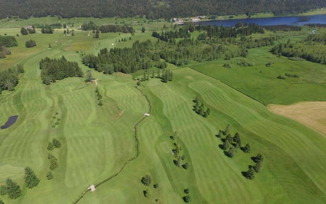 vue aérienne du golf du Rochat, hôtel mijoux, La Mainaz