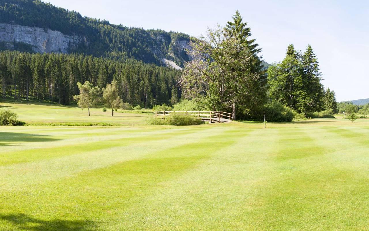 Parcours de golf dans la nature, hôtel mijoux, La Mainaz