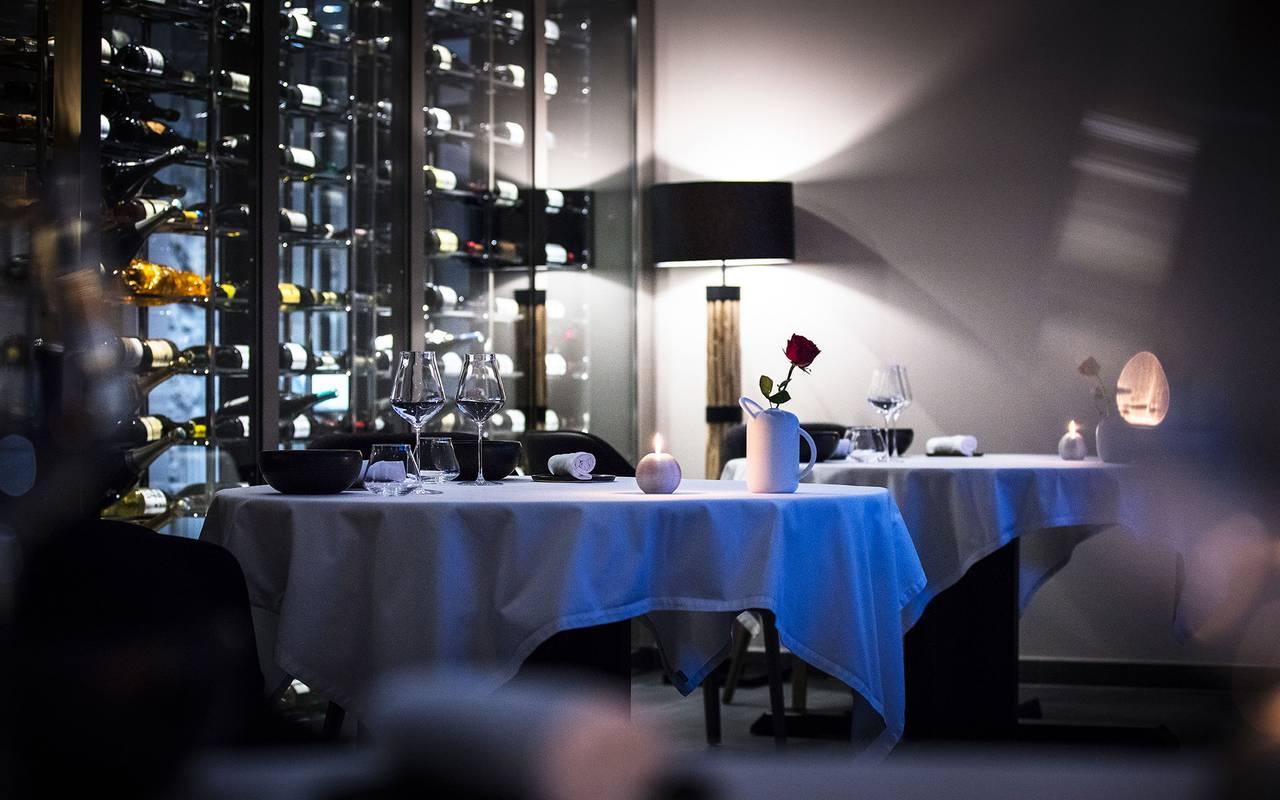 Salle du restaurant, hôtel Mijoux, La Mainaz